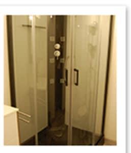 salle de bain de la chambre Béthanie à Rennes le château